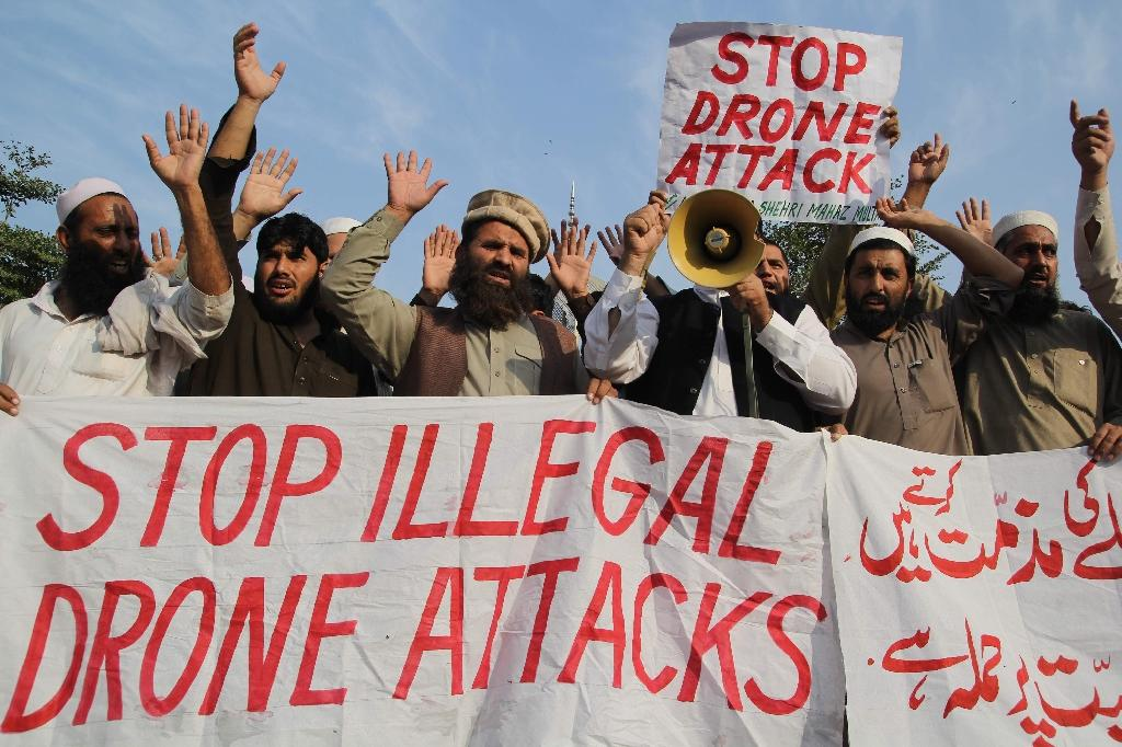Pakistani protesters from the United Citizen Action group shout slogans against US drone strikes in Pakistan's tribal region in Multan on October 31, 2014