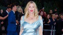 Courtney Love tacha de miserable a Lily James por 'explotar' la vida de Pamela Anderson en una nueva serie