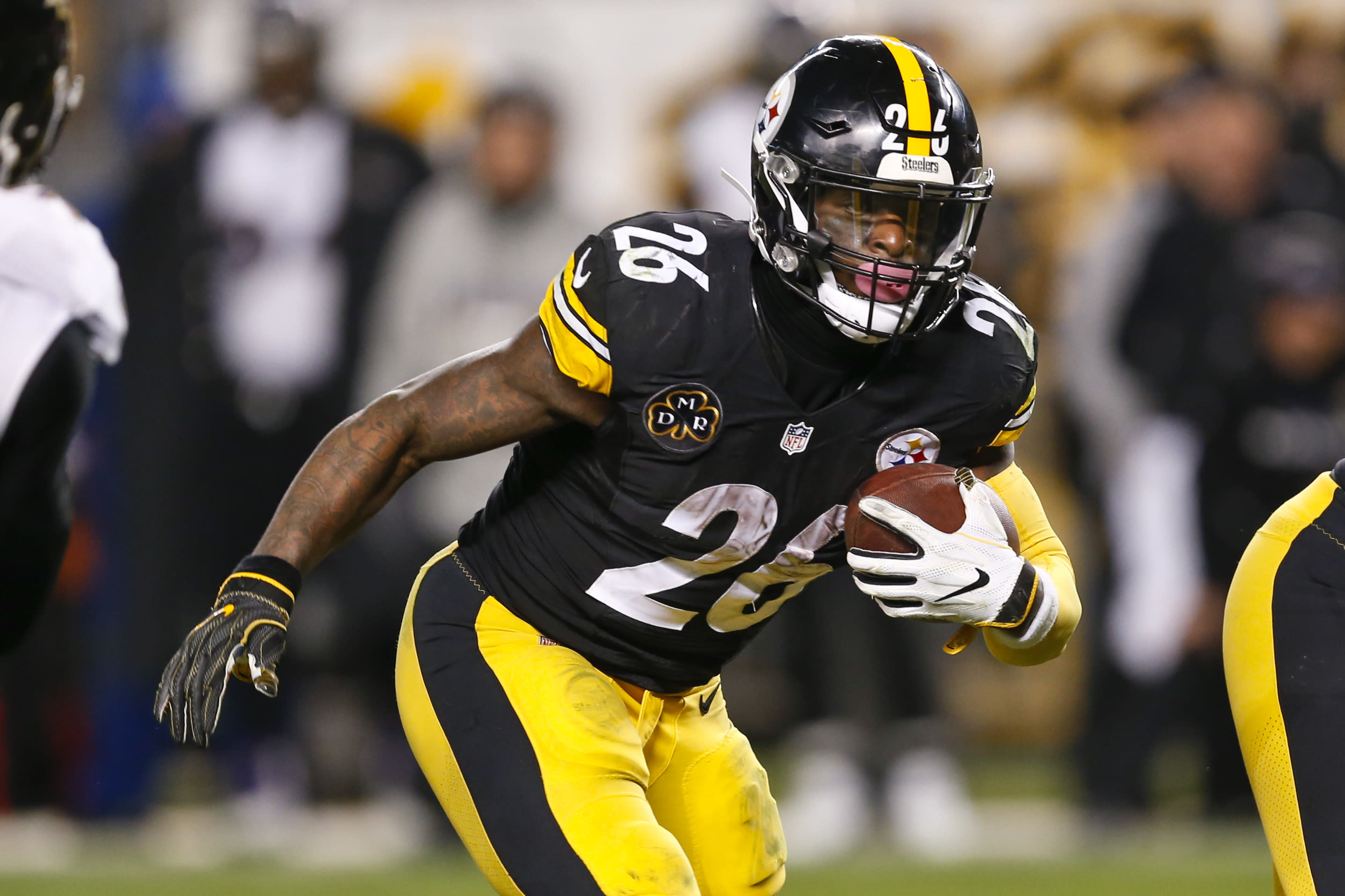 Le'Veon Bell removed from Steelers active roster