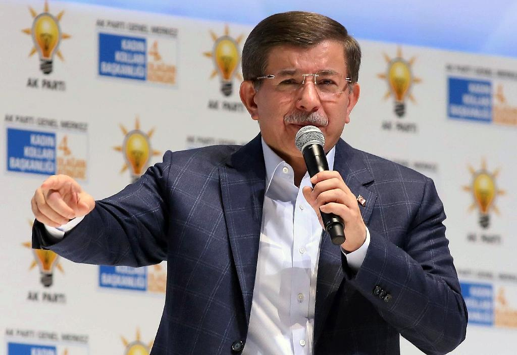 "Turkish Prime Minister Ahmet Davutoglu accuses Russia of acting like a ""terrorist organisation"" (AFP Photo/Adem Altan)"