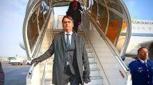 Bolsonaro e filho despistam imprensa para passeio na Suíça