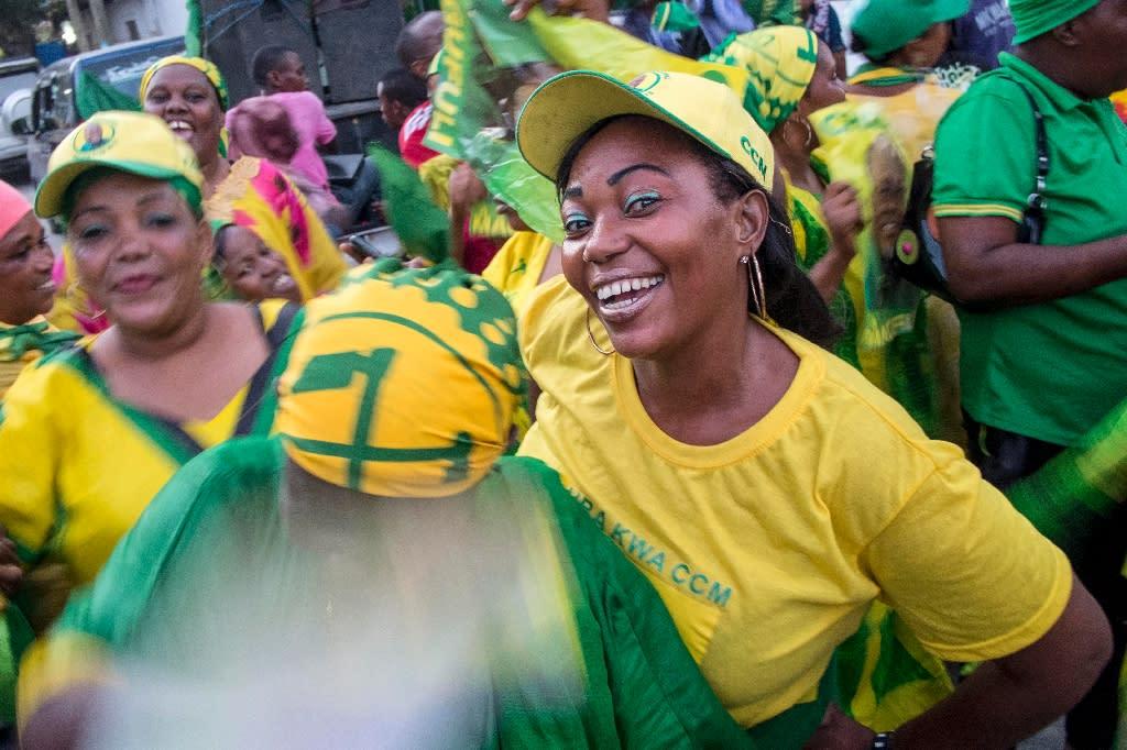 People celebrate after John Magufuli was named president-elect by the National Electoral Commission in Dar es Salaam, on October 29, 2015 (AFP Photo/Daniel Hayduk)