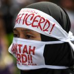Muslims rally to defend rights in multi-ethnic Malaysia