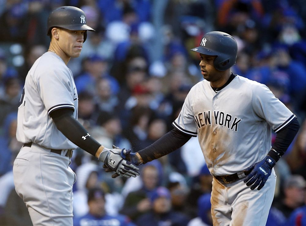 Aaron Hicks lost sight of a ball and instantly became a meme. (AP Photo/Nam Y. Huh)