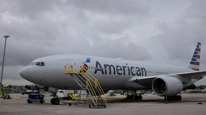 Airline cancels hundreds of flights amid staffing issues