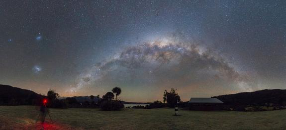 Wow! Milky Way Glows Over New Zealand in Stunning Photo