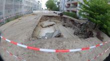 Wasserrohrbruch in Berlin - Straße bricht ein