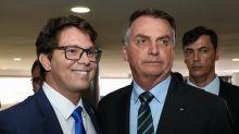 Secretário de Bolsonaro, Mário Frias fica chateado com imitação de Adnet e xinga: 'Bobão!'