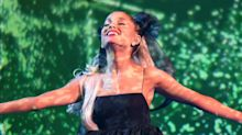 """Ariana Grande Pulled Off Green Lipstick and Eyeshadow for the """"Wicked"""" Concert Taping"""