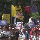 Democratic National Convention kicks off in Philadelphia with huge protests, heat wave