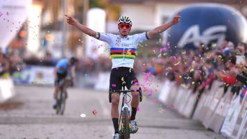 Cyclo-cross World Cup Tabor: Van der Poel ekes out victory