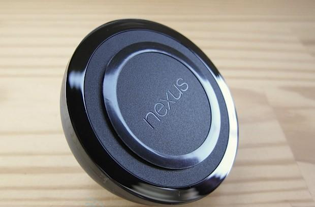 Nexus 4 Wireless Charger hands-on