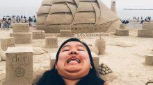 Cansada de intentar las mejores selfies, decidió salir mal en todas las fotos y es furor en Instagram