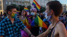 Ativistas temem discriminação com reeleição de agenda 'anti-LGBT' na Polônia