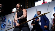Jason Momoa faz dança de guerra Maori na estreia de 'Aquaman'