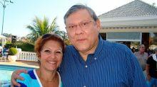 Milton Neves chora em programa e agradece homenagens à esposa: 'Maior troféu que alguém já me deu'