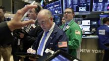 Wall Street cierra a la baja; pierden industria y tecnología