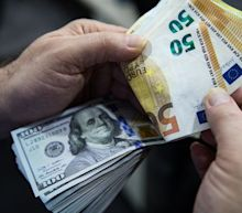 Euro Jumps as ECB Expands Bond-Buying Program