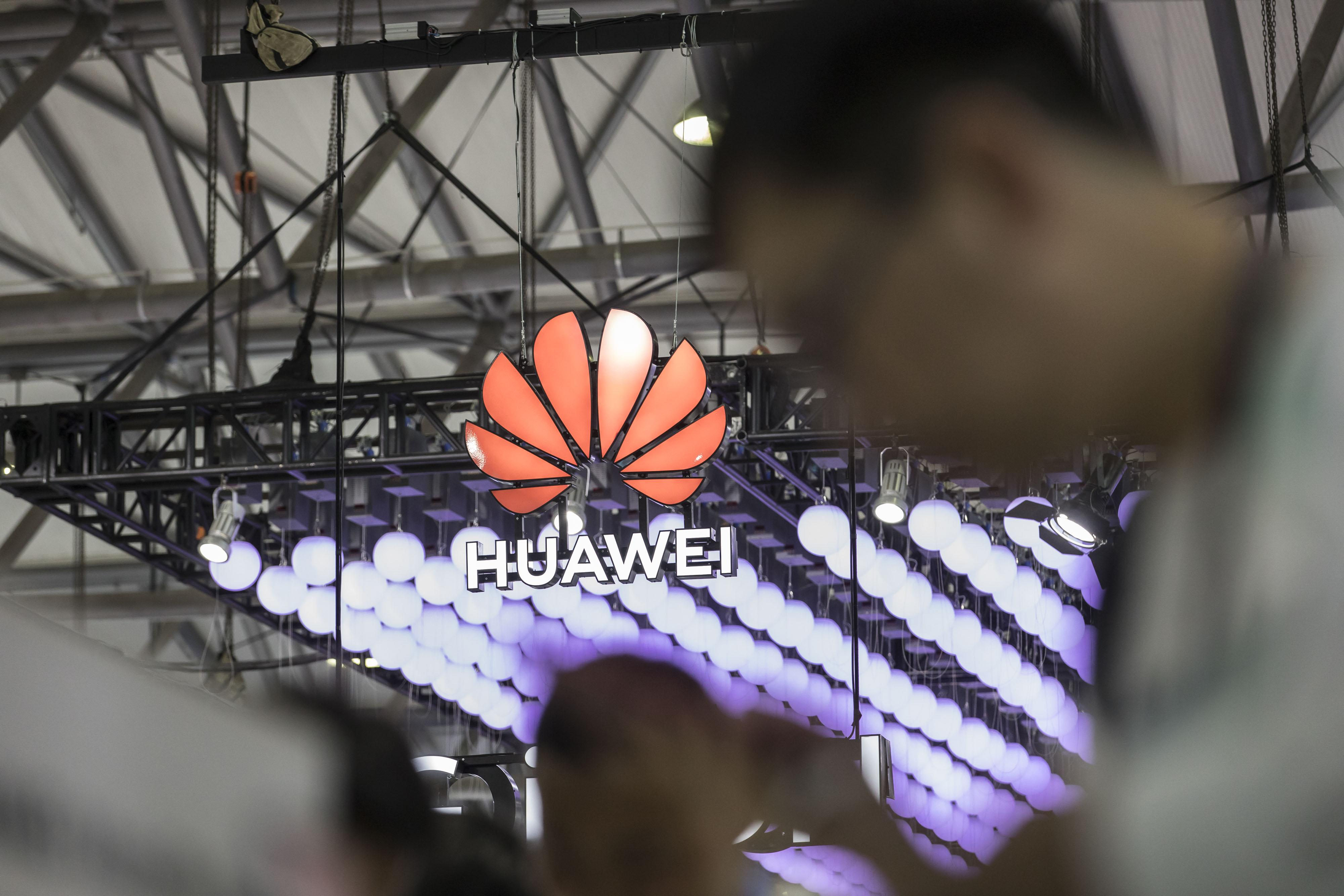 Huawei accuses the United States  government of threatening its employees