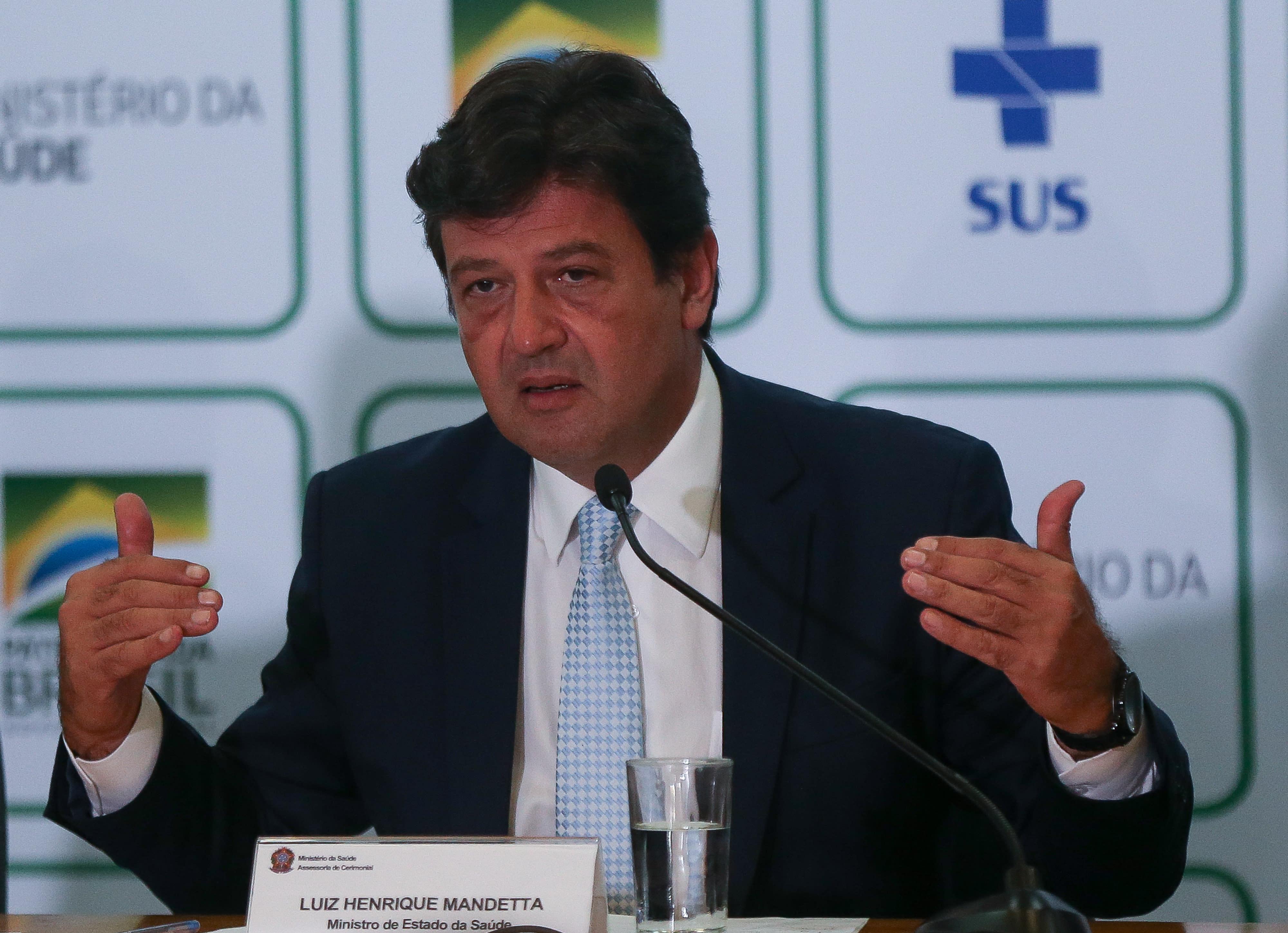 Resultado de imagem para O ministro da Saúde, Luiz Henrique Mandetta em coletiva