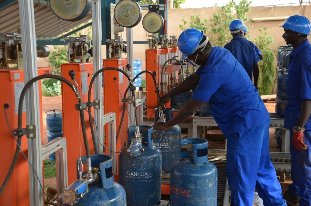 A worker fills a bottle with Butane gas at a gas factory in Niamey on July 20, 2015 (AFP Photo/Boureima Hama)