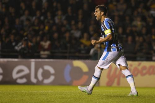 Grêmio usa tempo sem jogos para retorno de Maicon e Edílson