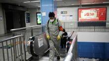 China reporta 259 muertos por coronavirus y aumentan las restricciones de viajes
