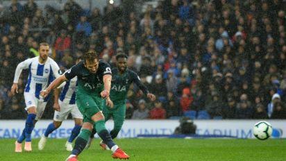 Kane strikes in Spurs win to ease pressure on Pochettino