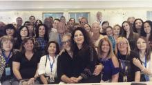 Fans viajan desde todo el mundo para encontrarse con Gloria Estefan