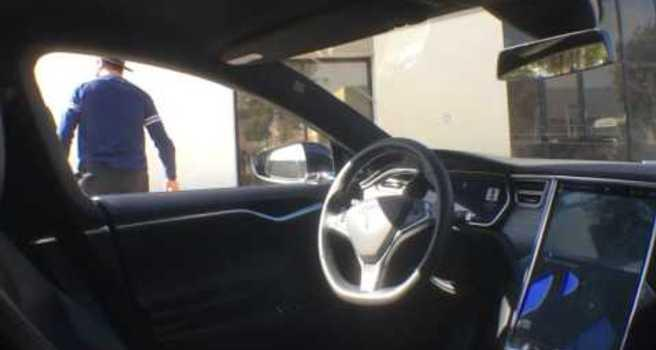 Driverless Tesla Parks All by Itself Video