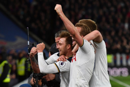 Tottenham vence Crystal Palace e se mantém na cola do Chelsea no Inglês