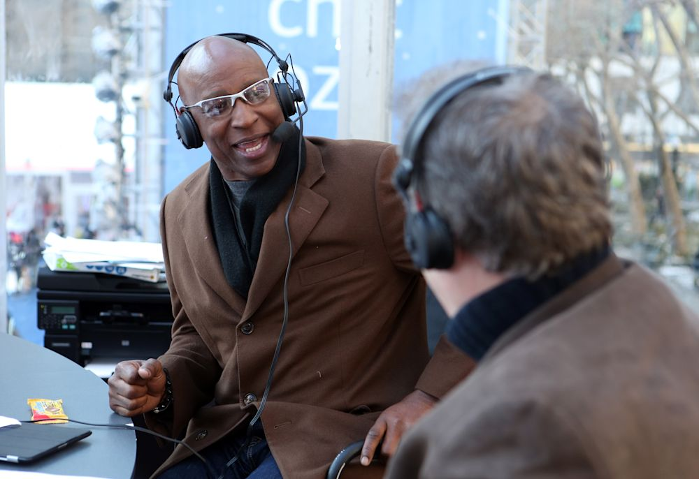 Eric Dickerson will sign a one-day contract to retire with the Rams. (AP)