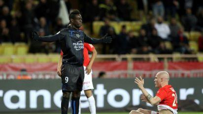 Ligue 1: Monaco, tenu en échec par Nice, perd sa 2e place