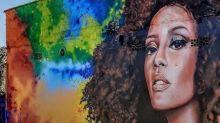Taís Araújo ganha grafite em sua homenagem feito em muro no litoral de SP