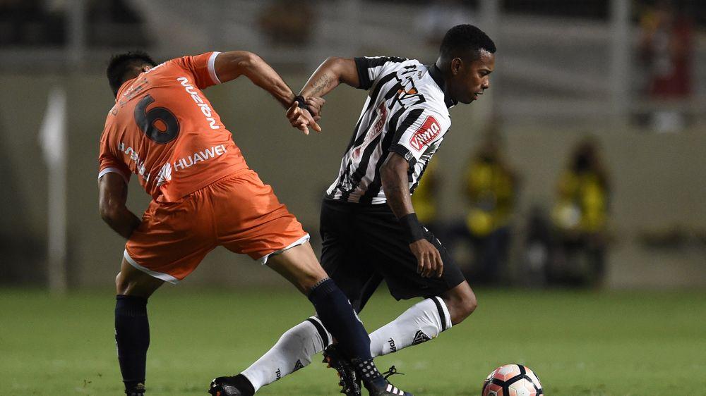 VIDEO: Robinho makes complete hash of scissor kick