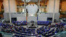 Bundestag lockert wegen Corona-Pandemie Anwesenheitspflicht im Parlament