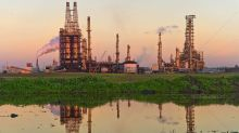 Permian Oil Prices Dive As Gas Prices Rise, Boosting These Refiners