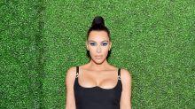Mira el tremendo escotazo con el que Kim Kardashian asistió a una cena