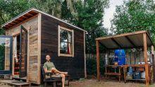 Ambientalista construye una casa ecológica por solo 1,500 dólares