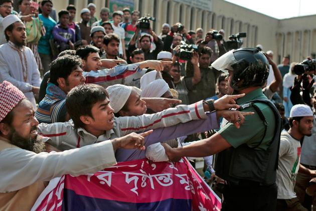 Bangladesh blocks mobile messaging apps to thwart protests