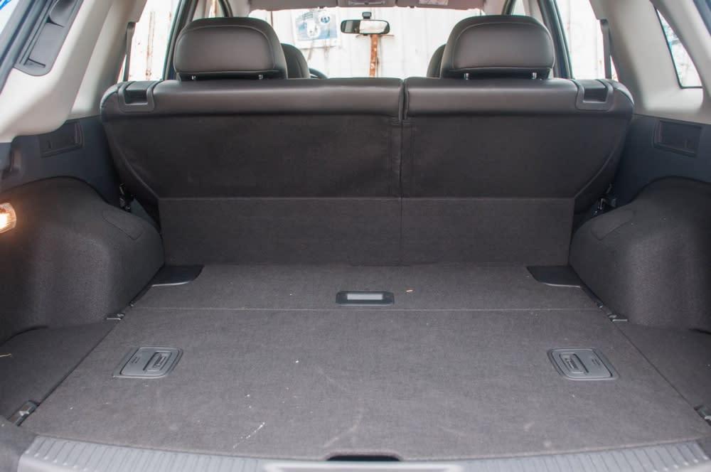 平整化的後車廂底盤放置物品時更加便利