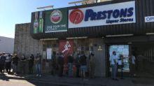 Afrique du Sud: la rumeur d'une interdiction de vente d'alcool provoque une ruée dans les magasins