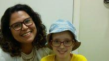 Após comover a internet com canal na web, menina vence o câncer