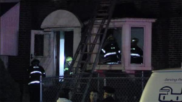Fire forces 11 people from their Holmesburg homes