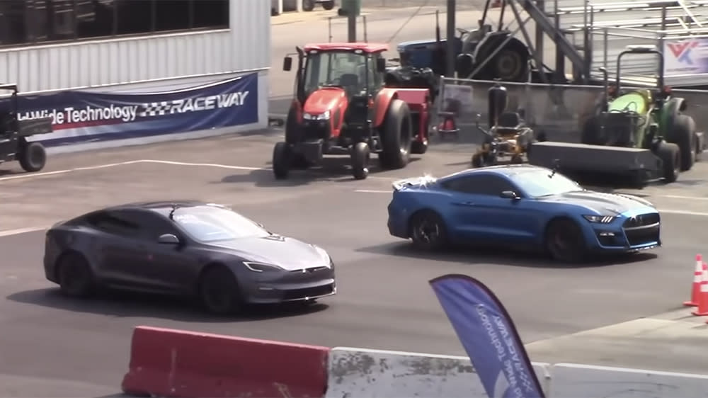 Watch: This Gas-Powered Shelby GT500 Just Beat Tesla's Fastest EV in a Drag Race