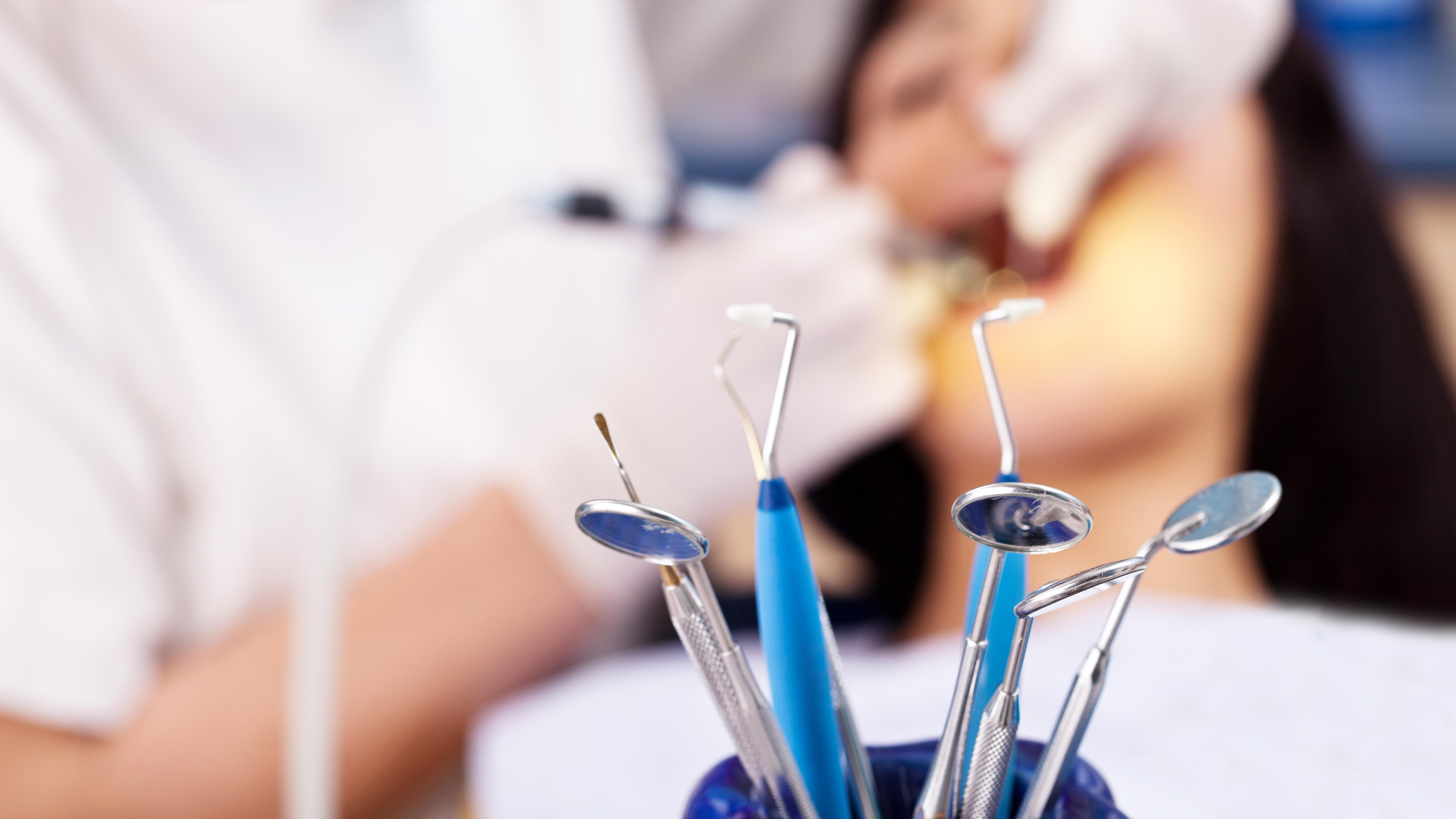 Dentist loses licence for a year after patient dies