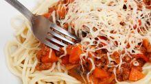 Médico afirma que comer carboidratos à noite não faz mal à saúde