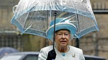 Das steckt hinter den royalen Regenschirmen der Queen