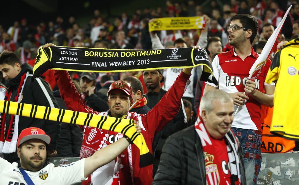"""Explosions à Dortmund: """"touché"""", Monaco apporte son soutien au Borussia et à Bartra"""
