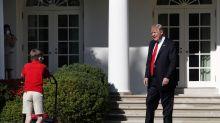 El niño 'jardinero' ignorando a Trump es BRUTAL